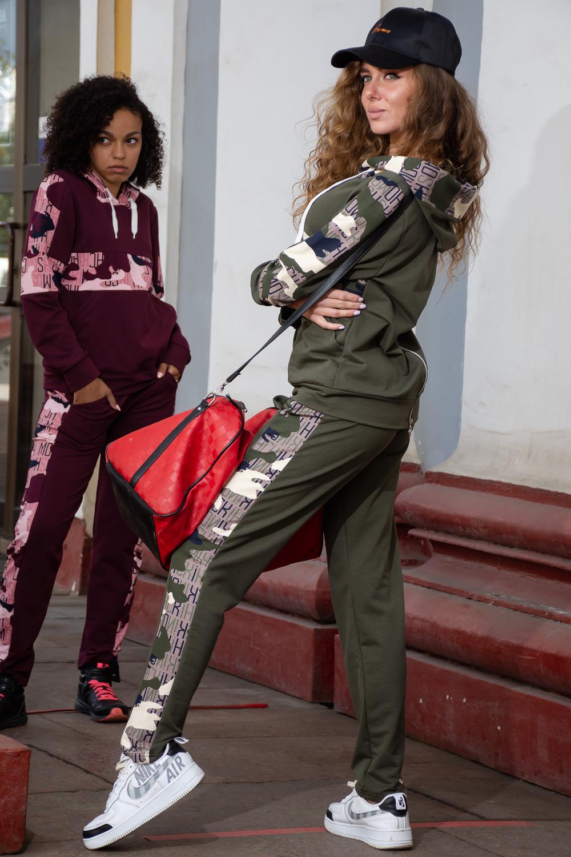 Стильный костюм - толстовка с капюшоном и брюки с лампасами