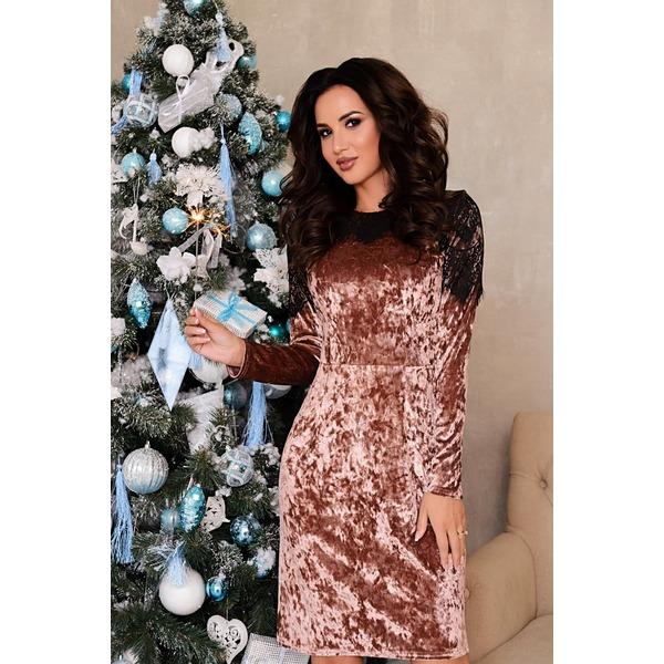 Бархатное платье с гипюром