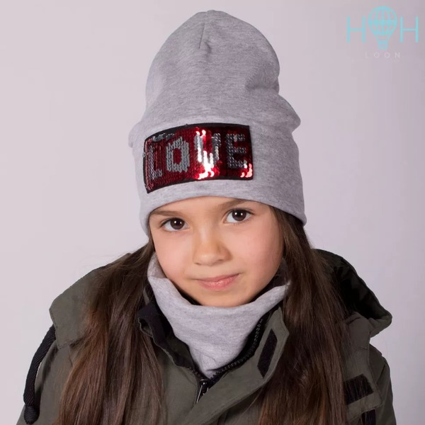 Двухслойная трикотажная шапка для девочки с пайетками