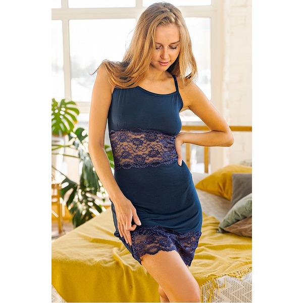 Женская сорочка с кружевными вставками